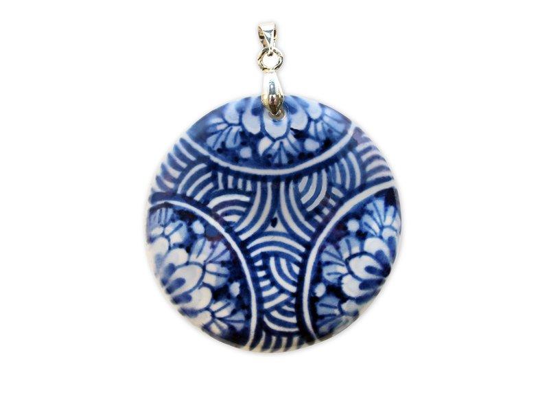 Medallion, Delft blue porcelain, round