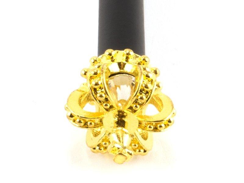 Crayon noir avec croix de roi or