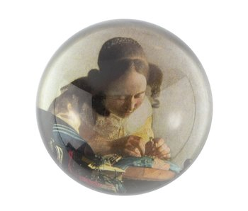 Glazen bolle  presse papier, Vermeer, De kantwerkster