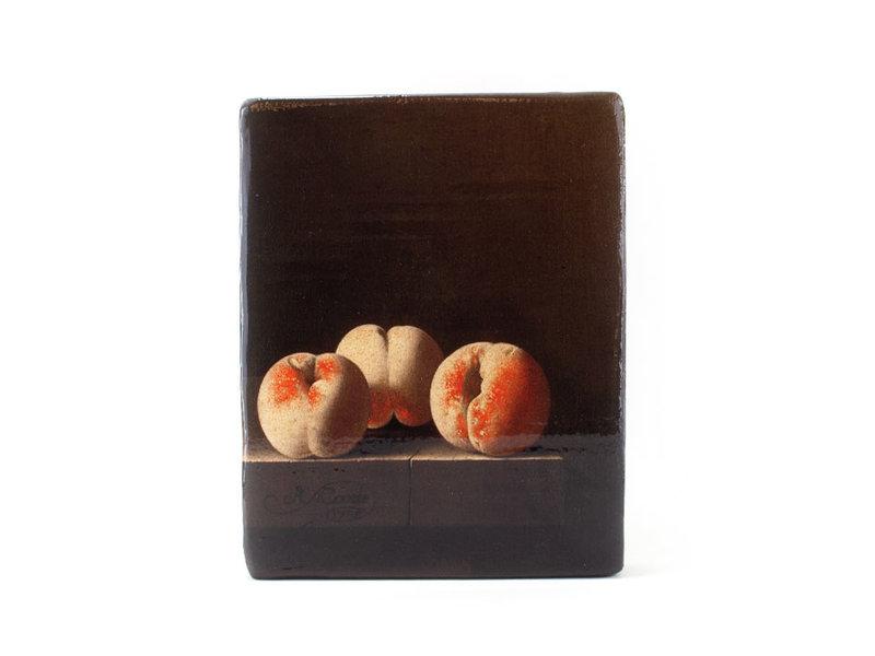 Adriaen Coorte, Drie perziken op een stenen plint, 240x195 mm