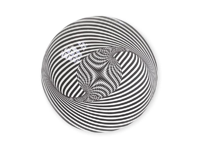 Glazen bolle  presse papier,  Optische kunst