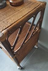 Vintage rotan  kastje op wieltjes