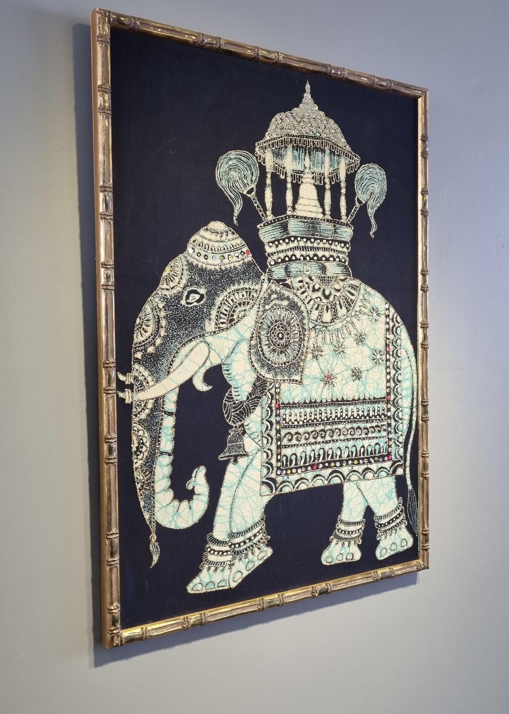 Vintage wanddecoratie met batik,  olifant motief