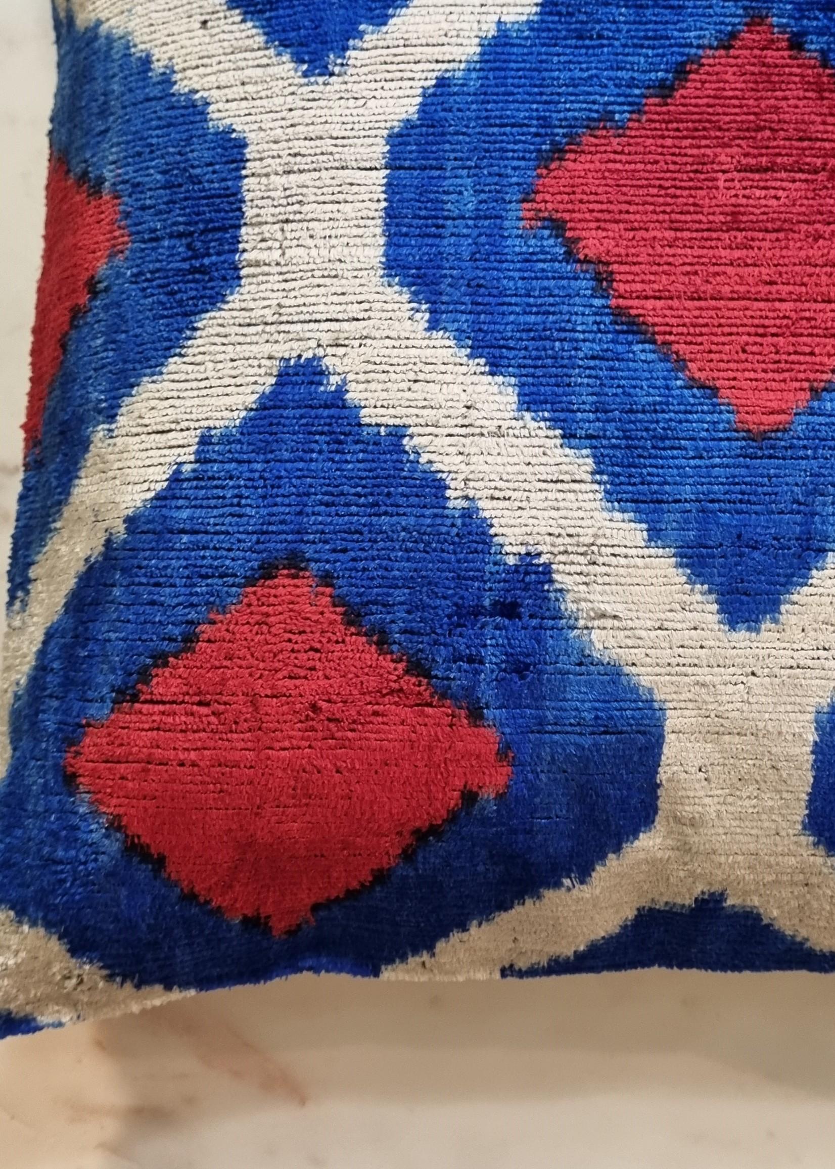 Ikat zijde velours kussen Blue Red 40 x 40 cm