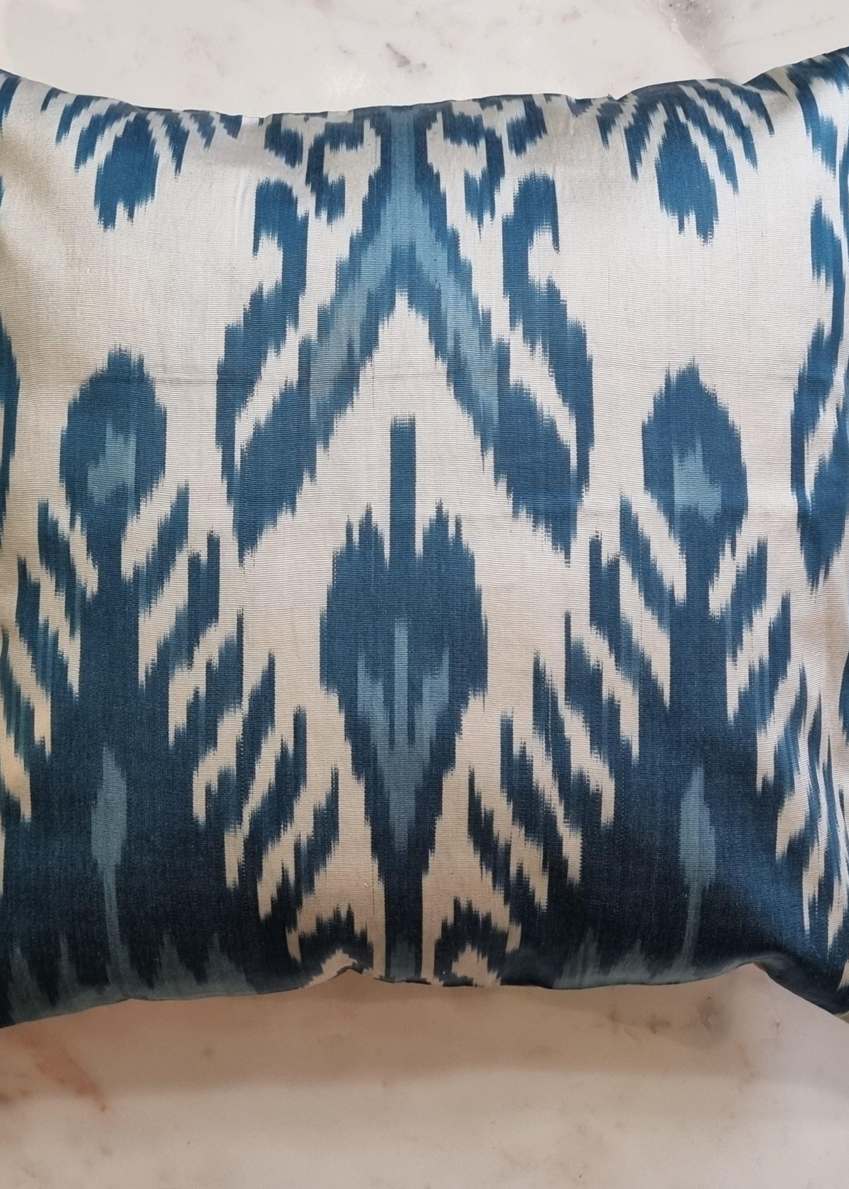 Ikat zijde kussen  Blue Dream 40 x 40 cm