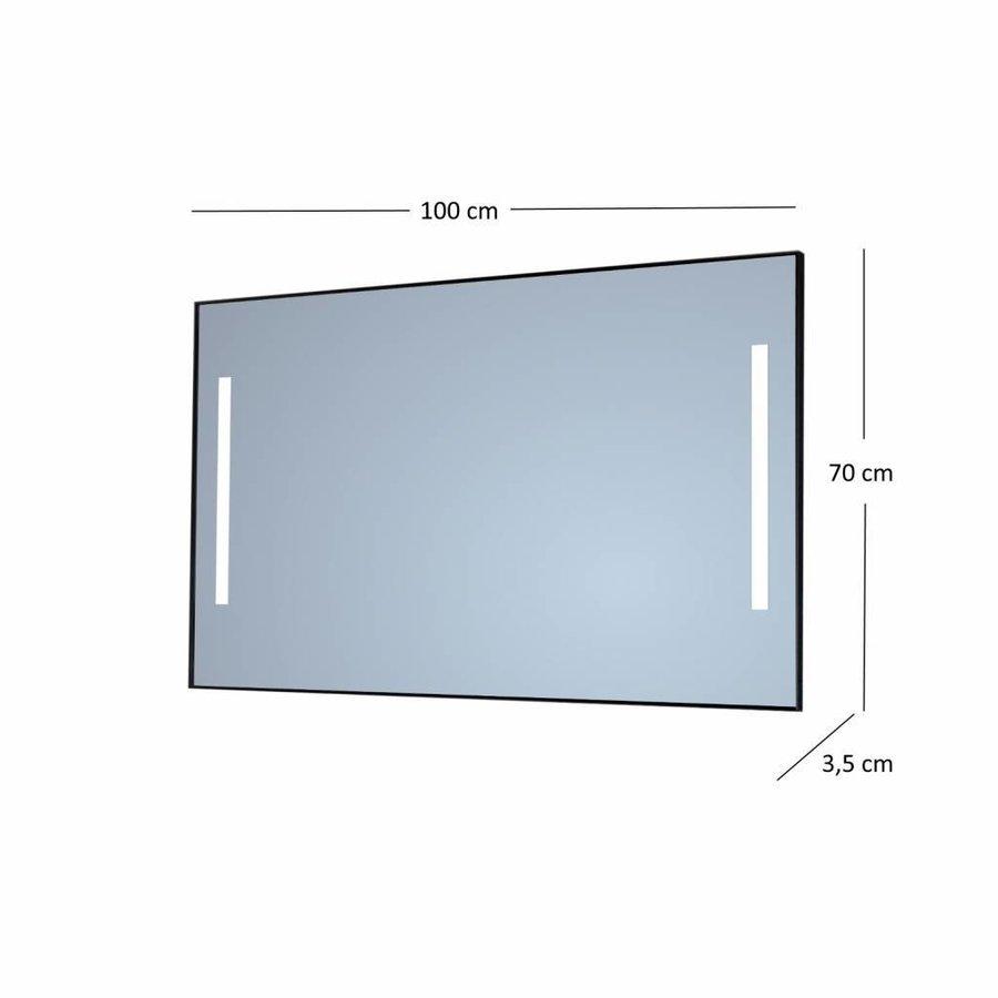 Badkamerspiegel Sanicare Q-Mirrors Twee Verticale Banen 'Warm White' LED-Verlichting 70x100x3,5 cm Zwarte Omlijsting