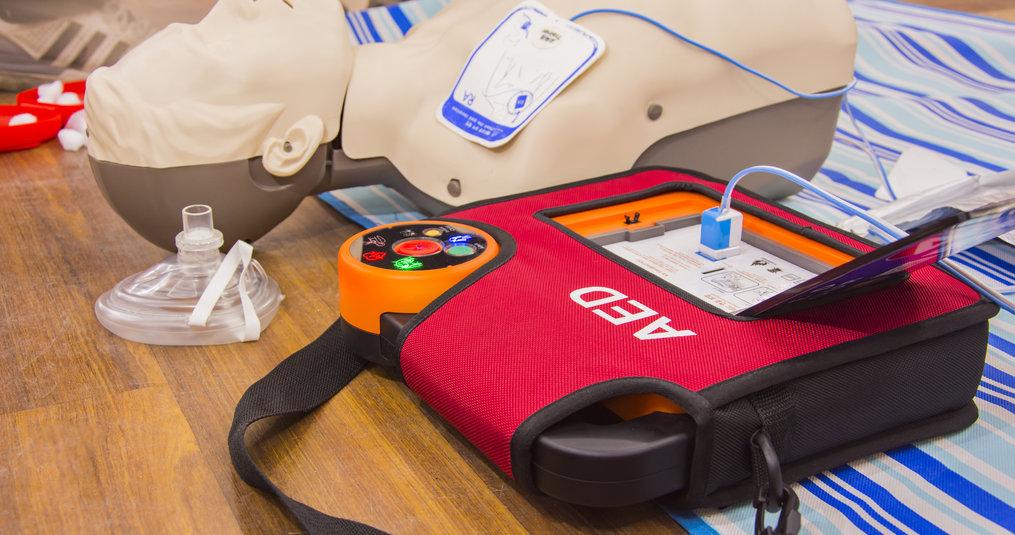 Wie mag een AED bedienen?
