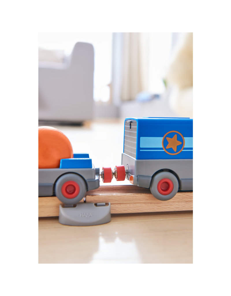 Haba Haba Kullerbü vrachtwagen met aanhanger op batterijen