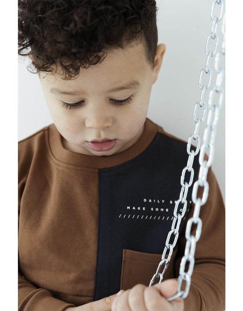 Daily7 Daily7 sweater crewneck chest pocket hazelnut brown