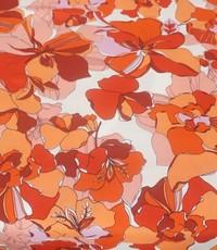 Crepe oranje-rode bloem