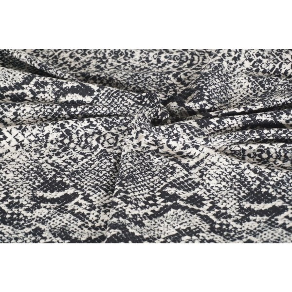 Tricot  traditional snake
