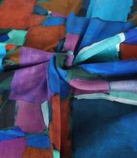 Ribtricot met vlekken in paars, blauw en brique