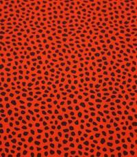 Rood met zwarte stippen