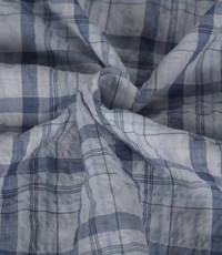 Ruitjes stof crinkle wit met jeansblauw