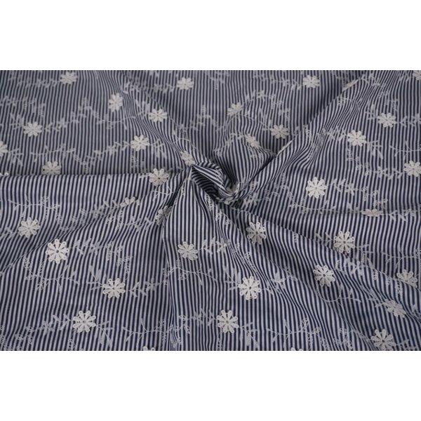 Gestreept stof blauw-wit met bloemetjes
