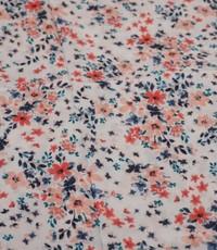 Viscose in ecru met print van kleine bloemetjes