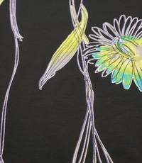Tricot met bloemen en lijnen