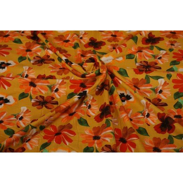 Tricot stof okergeel met margrietjes en viooltjes