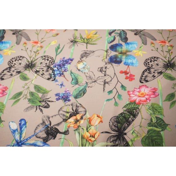 Crepe stof met dessin van vlinders zandkleur