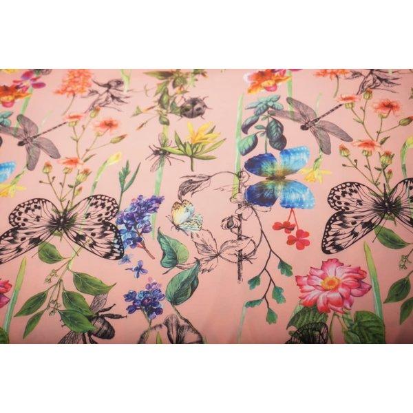 Crepe stof met dessin van vlinders roze