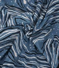 Tricot jeansblauw met print  van fantasiestreepjes
