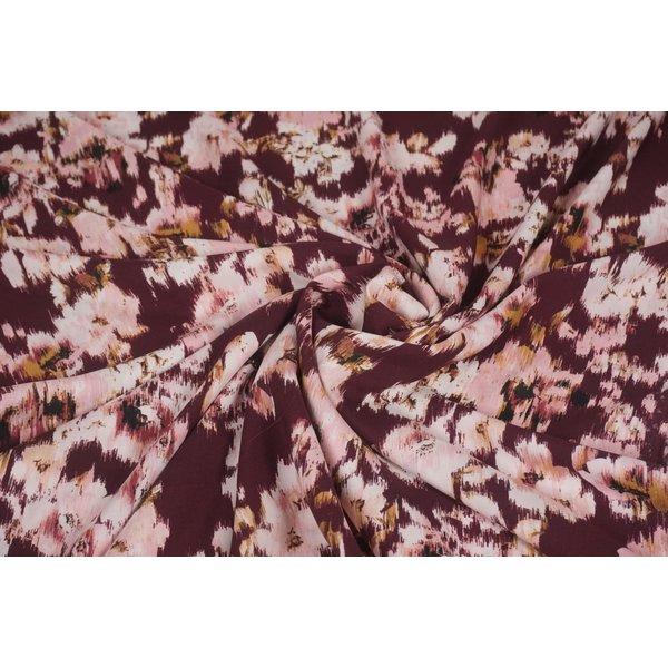Viscose stof aubergine met roze bloemen