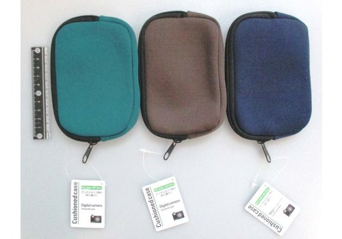 Soft zipper pouch for compact camera, horizontal