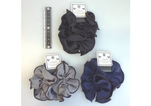 Black line scrunchie : PB