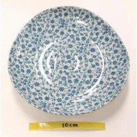 Schaaltje met fijn blauw bloemenpatroon, oneven bovenkant, 16,5 cm