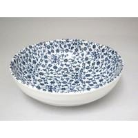 Schaaltje met fijn blauw bloemenpatroon, oneven bovenkant, 15 cm