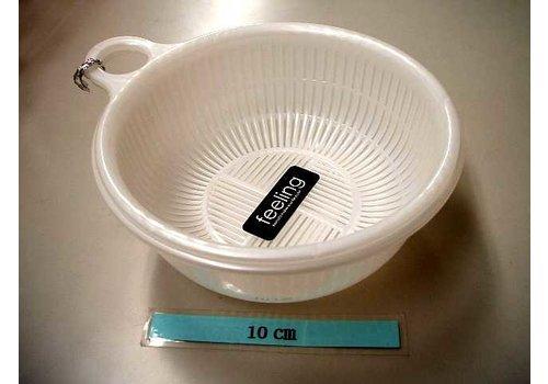 Plastic kitchen strainer with bowl