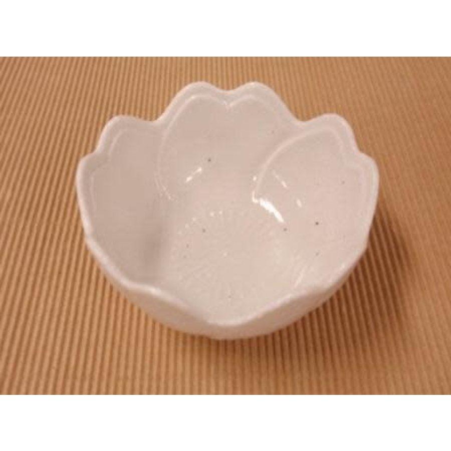 Klein bloemvormig kommetje, wit met spikkelpatroon-1