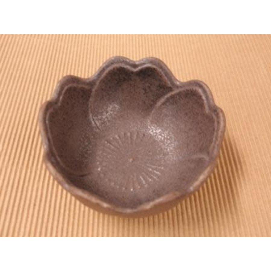 Klein bloemvormig kommetje Tenmoku-1