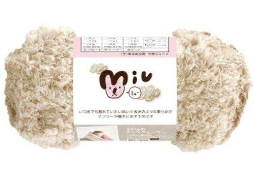 Knitting yarn (100% polyester), beige