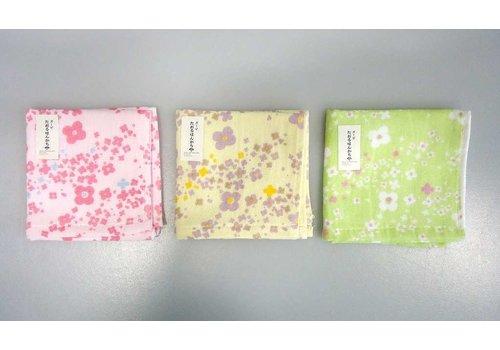 Gauze hand towel flower pattern