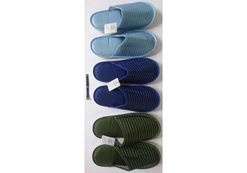 Casual slippers border
