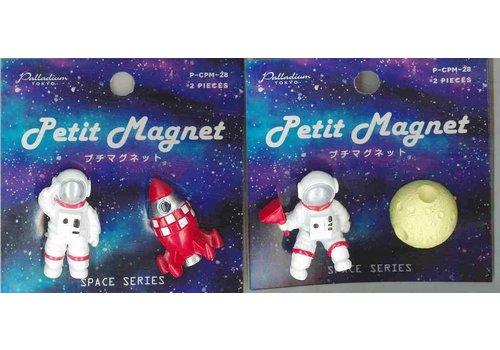 Petit magnet C28 universe A