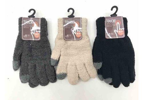 Women's fluffy gloves for smartphones