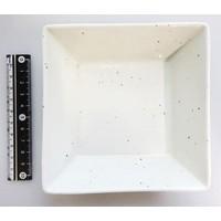 Vierkant wit schaaltje met spikkels, porselein, 12 cm