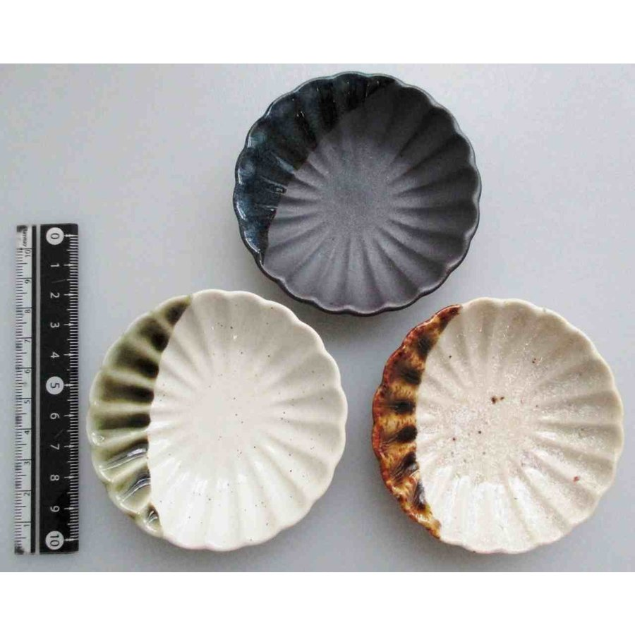 Chrysanthemum round small plate-1