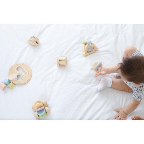 Plan Toys Plan Toys Babyspeelgoed | Auto pastel