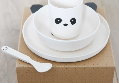 Kinderservies, drinkbekers en placemats