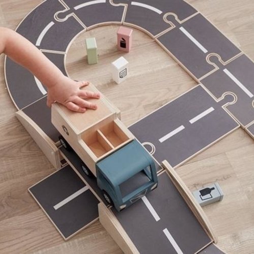 Speelgoed auto's, houten parkeergarage's en nog veel meer.