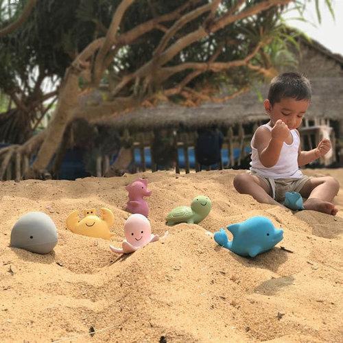 Tikiri Tikiri bijt- en badspeelgoed Rammelaar | Krab