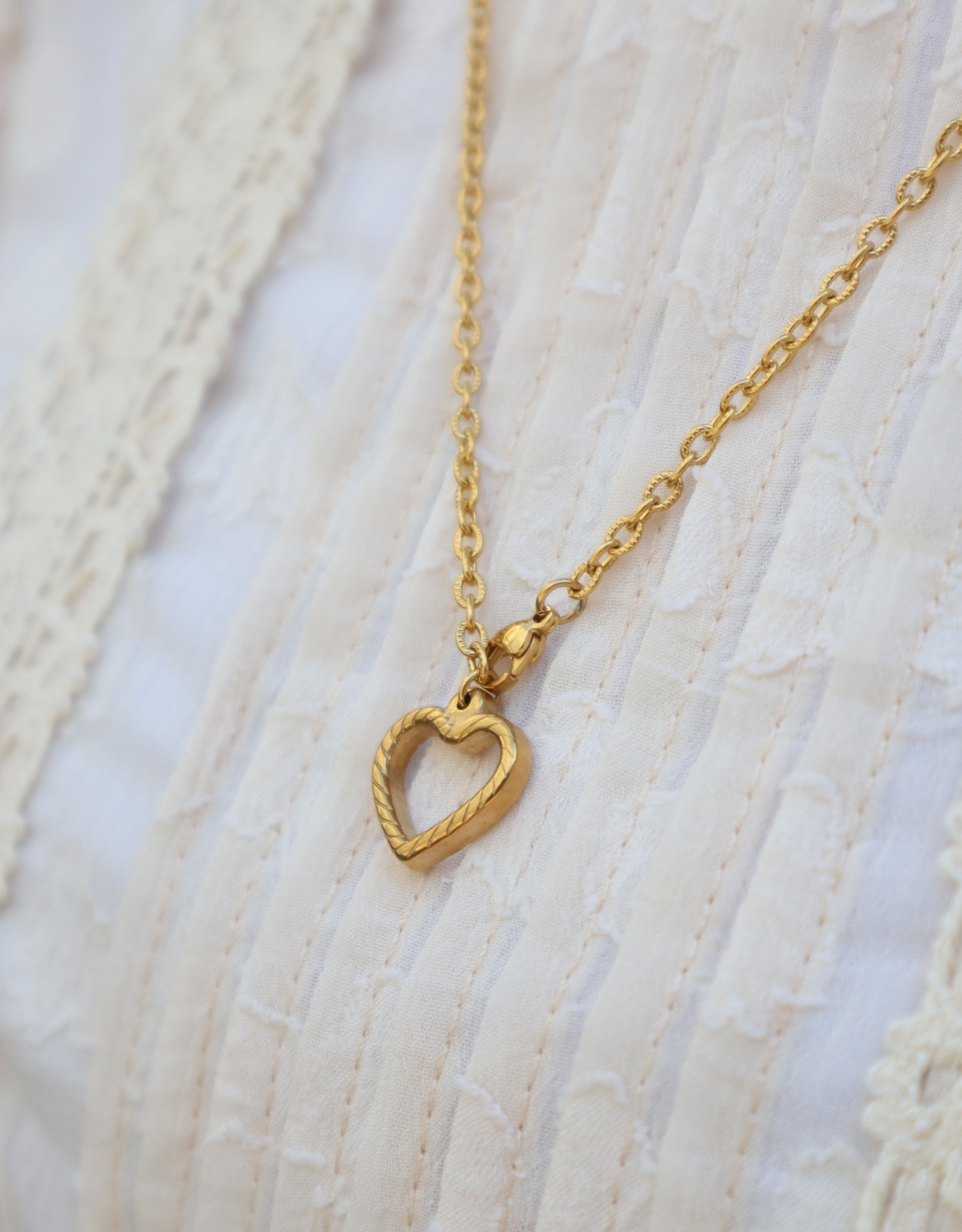 2 The Moon 'n Back 2 The Moon 'n Back Necklace Golden Big Chain Heart