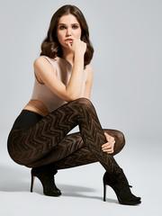 Fiore Zwarte panty met zigzag strepen van 60 denier