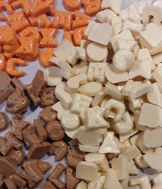 ambachtelijk vervaardigd in eigen atelier chocolade lettertjes mix