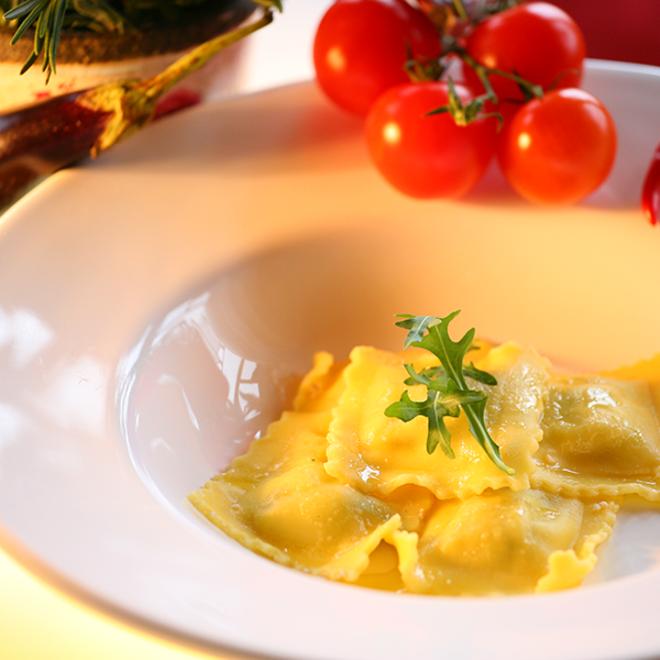 Frische handgemachte Ricotta-Kräuter Ravioli (1 kg)