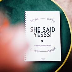 Bonjour to you! She said yes! Vrijgezellenfeest boekje
