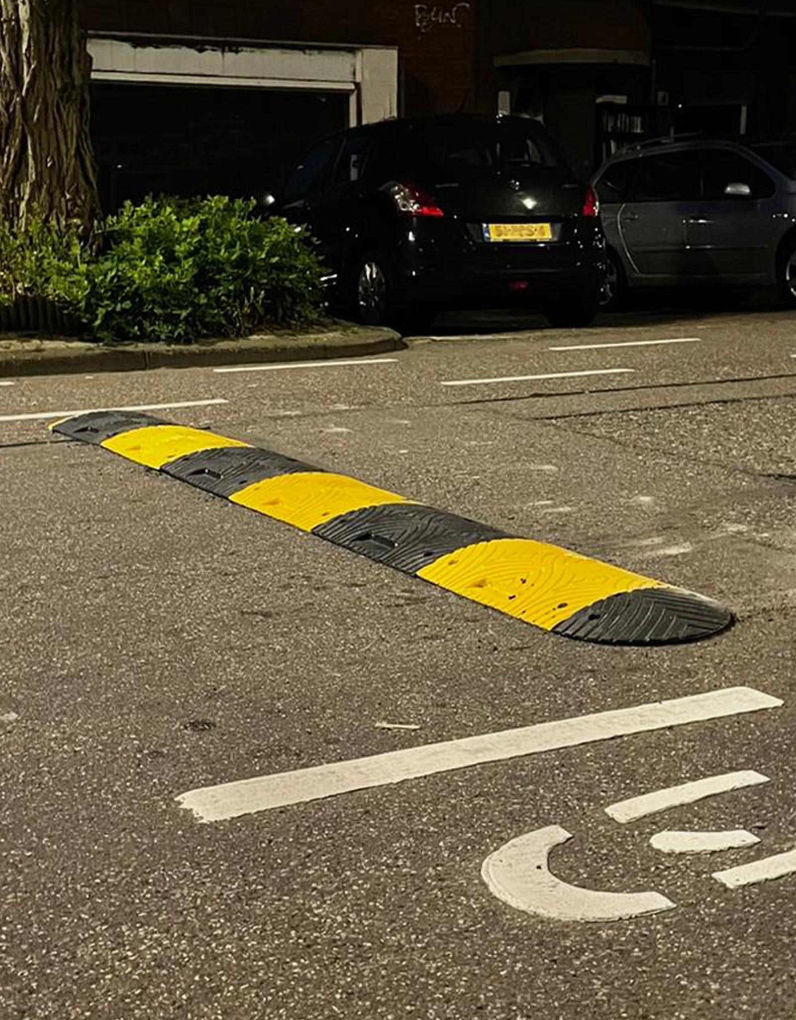 Ri-Traffic | Verkeersdrempel 5cm hoog, middenelement, zwart-geel, robuust kunststof